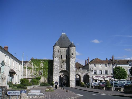 Moret_sur_loing_may_2005_001