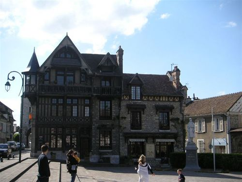 Moret_sur_loing_may_2005_003